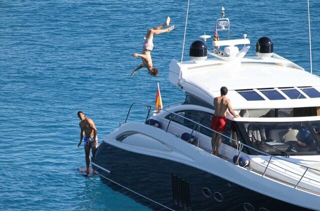 Photos Rafael Nadal Relaxes With His Family And Friends On Board Yacht In Mallorca Before Wimbledon 2014 17 Iyunya 2014 Rafa Nadal King Of Tennis